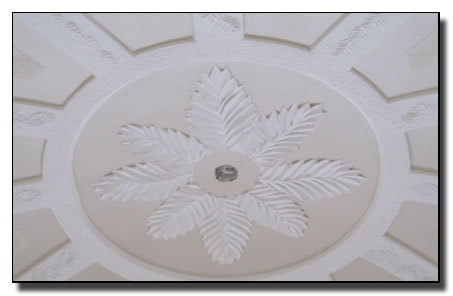 Ceiling pattern with lines and flower inside circle